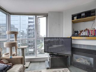 """Photo 15: 1407 1068 HORNBY Street in Vancouver: Downtown VW Condo for sale in """"THE CANADIAN AT WALL CENTRE"""" (Vancouver West)  : MLS®# R2097298"""