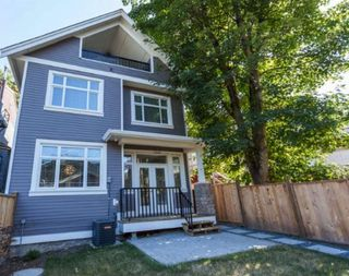 Photo 1: 1121 E 10TH Avenue in Vancouver: Mount Pleasant VE House 1/2 Duplex for sale (Vancouver East)  : MLS®# R2207250