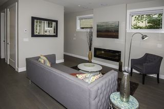 Photo 3: 1121 E 10TH Avenue in Vancouver: Mount Pleasant VE 1/2 Duplex for sale (Vancouver East)  : MLS®# R2207250