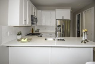 Photo 5: 1121 E 10TH Avenue in Vancouver: Mount Pleasant VE House 1/2 Duplex for sale (Vancouver East)  : MLS®# R2207250