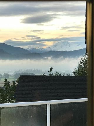 """Photo 17: 2459 WHATCOM Road in Abbotsford: Abbotsford East House for sale in """"Mountain Village"""" : MLS®# R2208221"""