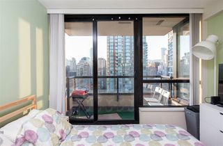"""Photo 10: 2201 977 MAINLAND Street in Vancouver: Yaletown Condo for sale in """"YALETOWN PARK"""" (Vancouver West)  : MLS®# R2217552"""