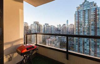"""Photo 11: 2201 977 MAINLAND Street in Vancouver: Yaletown Condo for sale in """"YALETOWN PARK"""" (Vancouver West)  : MLS®# R2217552"""