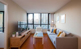 """Photo 3: 2201 977 MAINLAND Street in Vancouver: Yaletown Condo for sale in """"YALETOWN PARK"""" (Vancouver West)  : MLS®# R2217552"""
