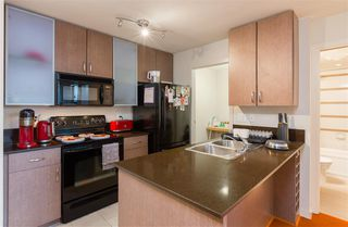 """Photo 8: 2201 977 MAINLAND Street in Vancouver: Yaletown Condo for sale in """"YALETOWN PARK"""" (Vancouver West)  : MLS®# R2217552"""