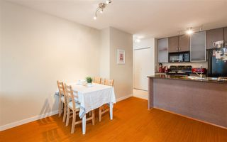 """Photo 5: 2201 977 MAINLAND Street in Vancouver: Yaletown Condo for sale in """"YALETOWN PARK"""" (Vancouver West)  : MLS®# R2217552"""