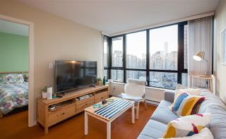 """Photo 4: 2201 977 MAINLAND Street in Vancouver: Yaletown Condo for sale in """"YALETOWN PARK"""" (Vancouver West)  : MLS®# R2217552"""