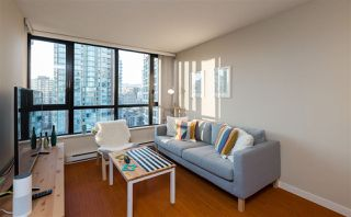 """Photo 2: 2201 977 MAINLAND Street in Vancouver: Yaletown Condo for sale in """"YALETOWN PARK"""" (Vancouver West)  : MLS®# R2217552"""