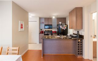 """Photo 7: 2201 977 MAINLAND Street in Vancouver: Yaletown Condo for sale in """"YALETOWN PARK"""" (Vancouver West)  : MLS®# R2217552"""