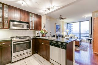 """Photo 15: 1202 170 W 1ST Street in North Vancouver: Lower Lonsdale Condo for sale in """"ONE PARK LANE"""" : MLS®# R2228701"""