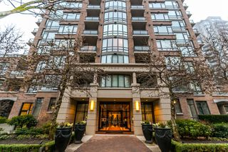 """Photo 1: 1202 170 W 1ST Street in North Vancouver: Lower Lonsdale Condo for sale in """"ONE PARK LANE"""" : MLS®# R2228701"""