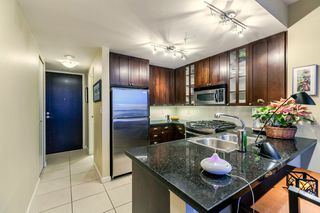 """Photo 16: 1202 170 W 1ST Street in North Vancouver: Lower Lonsdale Condo for sale in """"ONE PARK LANE"""" : MLS®# R2228701"""