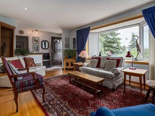Photo 7: 2744 CHALICE Road NW in Calgary: Charleswood Detached for sale : MLS®# C4193453
