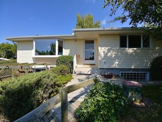 Photo 1: 2744 CHALICE Road NW in Calgary: Charleswood Detached for sale : MLS®# C4193453