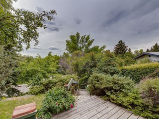 Photo 2: 2744 CHALICE Road NW in Calgary: Charleswood Detached for sale : MLS®# C4193453