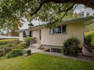 Photo 4: 2744 CHALICE Road NW in Calgary: Charleswood Detached for sale : MLS®# C4193453