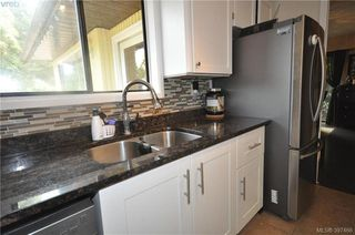Photo 2: 7622 Sigmar Place in SAANICHTON: CS Saanichton Single Family Detached for sale (Central Saanich)  : MLS®# 397466