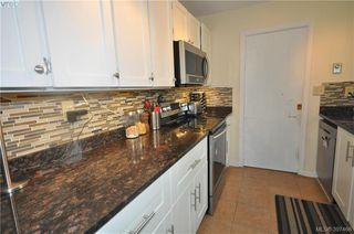 Photo 3: 7622 Sigmar Place in SAANICHTON: CS Saanichton Single Family Detached for sale (Central Saanich)  : MLS®# 397466