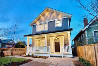 Photo 2: 1311 E 13TH Avenue in Vancouver: Grandview VE House 1/2 Duplex for sale (Vancouver East)  : MLS®# R2354264