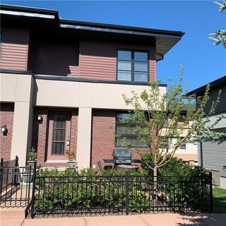 Photo 2: 120 ASPEN HILLS Villa SW in Calgary: Aspen Woods Row/Townhouse for sale : MLS®# C4242646