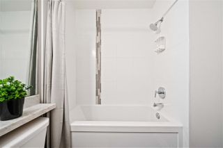 "Photo 4: 205 20068 FRASER Highway in Langley: Langley City Condo for sale in ""VARSITY"" : MLS®# R2371564"