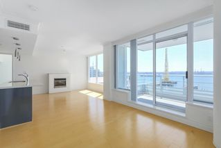 Photo 4: 602 133 E ESPLANADE in North Vancouver: Lower Lonsdale Condo for sale : MLS®# R2373549