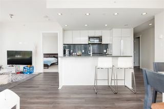 Photo 4: 1305 3100 WINDSOR Gate in Coquitlam: New Horizons Condo for sale : MLS®# R2384323