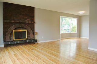 Photo 2: 15403 105 Avenue in Edmonton: Zone 21 House Half Duplex for sale : MLS®# E4172818