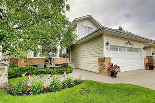 Photo 2: 25 SUNVISTA Close SE in Calgary: Sundance Detached for sale : MLS®# C4305431