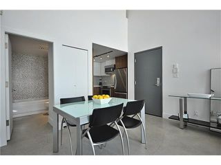 "Photo 3: PH1 869 BEATTY Street in Vancouver: Downtown VW Condo for sale in ""THE HOOPER BUILDING"" (Vancouver West)  : MLS®# V888505"