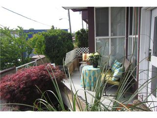 """Main Photo: 739 E 17TH Avenue in Vancouver: Fraser VE Townhouse for sale in """"KINGSGATE MANOR"""" (Vancouver East)  : MLS®# V1064466"""