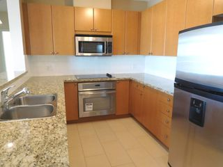 """Photo 8: 1103 11 E ROYAL Avenue in New Westminster: Fraserview NW Condo for sale in """"VICTORIA HILL HIGH-RISE RESIDENCES"""" : MLS®# R2105800"""