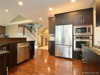 Photo 3: 2121 Quails Run in VICTORIA: La Bear Mountain Single Family Detached for sale (Langford)  : MLS®# 753114