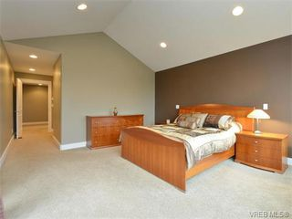 Photo 11: 2121 Quails Run in VICTORIA: La Bear Mountain Single Family Detached for sale (Langford)  : MLS®# 753114