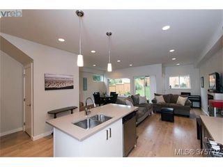 Photo 5: 1077 Colville Road in VICTORIA: Es Gorge Vale Strata Duplex Unit for sale (Esquimalt)  : MLS®# 375772