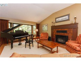 Photo 3: 686 Cromarty Avenue in NORTH SAANICH: NS Ardmore Single Family Detached for sale (North Saanich)  : MLS®# 376071