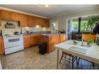 Photo 3: 3254 Doncaster Drive in VICTORIA: SE Cedar Hill Residential for sale (Saanich East)  : MLS®# 365470