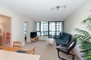 """Photo 6: 2503 977 MAINLAND Street in Vancouver: Yaletown Condo for sale in """"YALETOWN PARK III"""" (Vancouver West)  : MLS®# R2263314"""