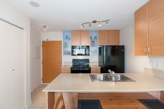 """Photo 17: 2503 977 MAINLAND Street in Vancouver: Yaletown Condo for sale in """"YALETOWN PARK III"""" (Vancouver West)  : MLS®# R2263314"""
