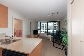 """Photo 4: 2503 977 MAINLAND Street in Vancouver: Yaletown Condo for sale in """"YALETOWN PARK III"""" (Vancouver West)  : MLS®# R2263314"""