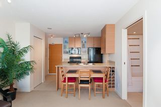 """Photo 15: 2503 977 MAINLAND Street in Vancouver: Yaletown Condo for sale in """"YALETOWN PARK III"""" (Vancouver West)  : MLS®# R2263314"""