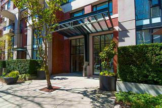 """Photo 2: 2503 977 MAINLAND Street in Vancouver: Yaletown Condo for sale in """"YALETOWN PARK III"""" (Vancouver West)  : MLS®# R2263314"""