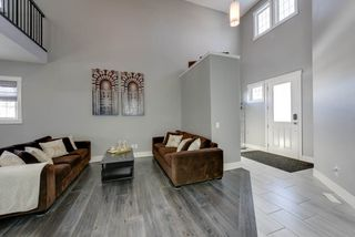 Photo 2: 4314 VETERANS Way in Edmonton: Zone 27 House for sale : MLS®# E4141010