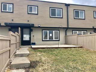 Photo 1: 6 3809 45 Street SW in Calgary: Glenbrook Row/Townhouse for sale : MLS®# C4243277