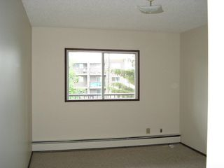 Photo 9: 205 10111 160 Street in Edmonton: Zone 21 Condo for sale : MLS®# E4159556