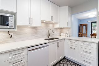 "Photo 2: 13 3397 HASTINGS Street in Port Coquitlam: Woodland Acres PQ Townhouse for sale in ""MAPLE CREEK"" : MLS®# R2382703"