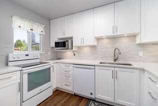 "Photo 1: 13 3397 HASTINGS Street in Port Coquitlam: Woodland Acres PQ Townhouse for sale in ""MAPLE CREEK"" : MLS®# R2382703"