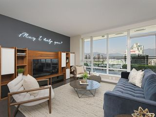 "Photo 2: 2106 1618 QUEBEC Street in Vancouver: Mount Pleasant VE Condo for sale in ""CENTRAL"" (Vancouver East)  : MLS®# R2385785"