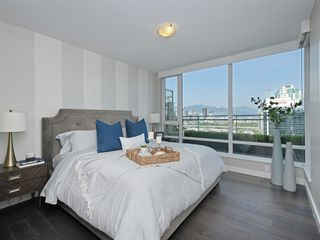 "Photo 11: 2106 1618 QUEBEC Street in Vancouver: Mount Pleasant VE Condo for sale in ""CENTRAL"" (Vancouver East)  : MLS®# R2385785"