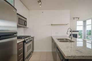 "Photo 5: 706 2289 YUKON Crescent in Burnaby: Brentwood Park Condo for sale in ""Watercolours"" (Burnaby North)  : MLS®# R2387489"